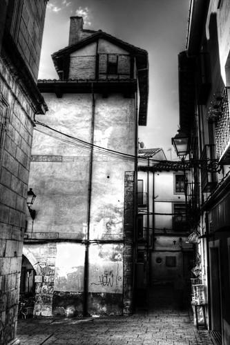 Narrow street. Leon. Callejón