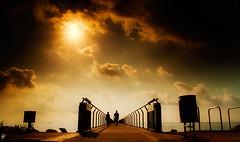 El Pont ... (serie) (Paco CT) Tags: barcelona urban sun sol beach spain playa paisaje explore urbano filters scape esp 2010 badalona cokin filtros pontdelpetroli pacoct