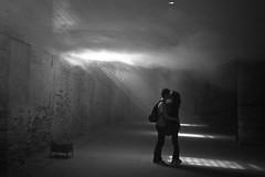 (Donato Buccella / sibemolle) Tags: blackandwhite bw love fog architecture kiss couple candid biennale venezia canon400d sibemolle transsolaretetsuokondoarchitects mg61512 fubbia