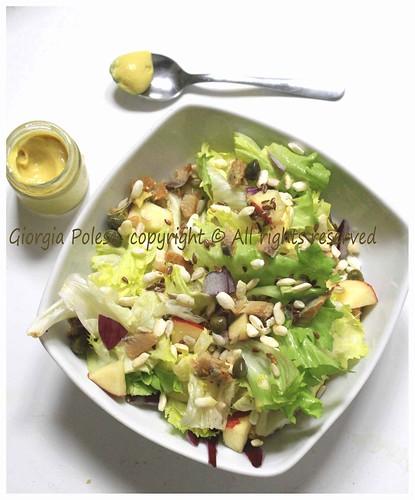 insalata gustosa di scarola con salsa