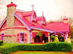 Minnie's house (Elysia in Wonderland) Tags: world pink house holiday hearts mouse orlando florida disney minnie elysia 2011