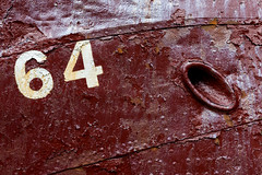 64 (marianobs) Tags: textura pintura numero islandia 2470mm nikon d4 óxido barco