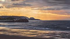 El atardecer del remero solitario (@pabloralonso) Tags: playadesalinas salinas playa beach atardecer sun sunset sol naranja orange light shadow pentax ncg nature asturias paisaje landscape