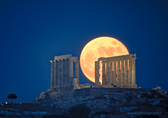 full moon rise @ cape sounion (asoee) Tags: moon temple athens fullmoon greece telescope moonrise astrophotography canon350d astronomy poseidon sounion ancientgreece greektemple sounio capesounion thegreatestpictureever poseidonstemple ancientgreektemple