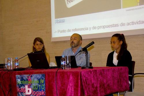 Alumnas y profesor del IES Uribe Kosta en Ikasblogak 2010