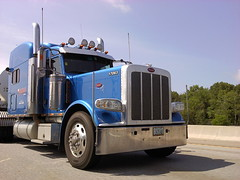 0604001016a (sixty8panther) Tags: road old school usa speed truck moving cool model highway stainlesssteel skies trucker clear chrome independent peterbilt actionshot 18wheeler tractortrailer bigrig newstyle 389 388 longhaul americantruck sleepercab 17063 paccar mediumblue bluemetallic peterbilt389 7435ar