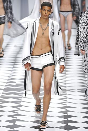 SS11_Milan_Versace0048_Zakaria Khiare(VOGUEcom)
