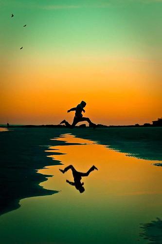 フリー写真素材, 人物, 人と風景, 夕日・夕焼け・日没, 跳ぶ・ジャンプ,