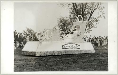Parade Float three girls