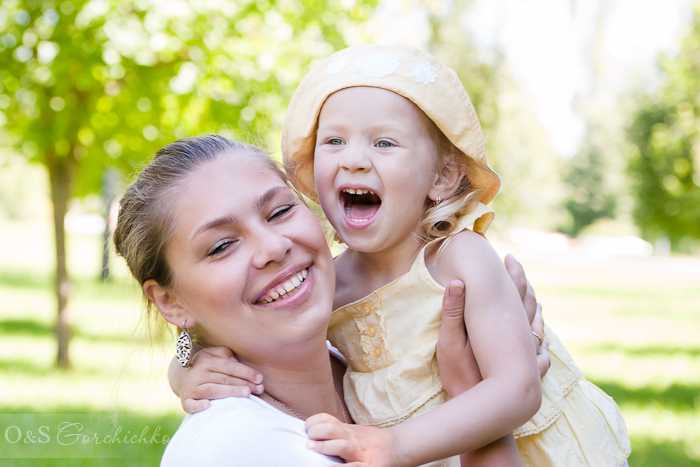 Летний фотопраздник. Семейная фотосессия от детского фотографа. Ксюша с мамой Валей