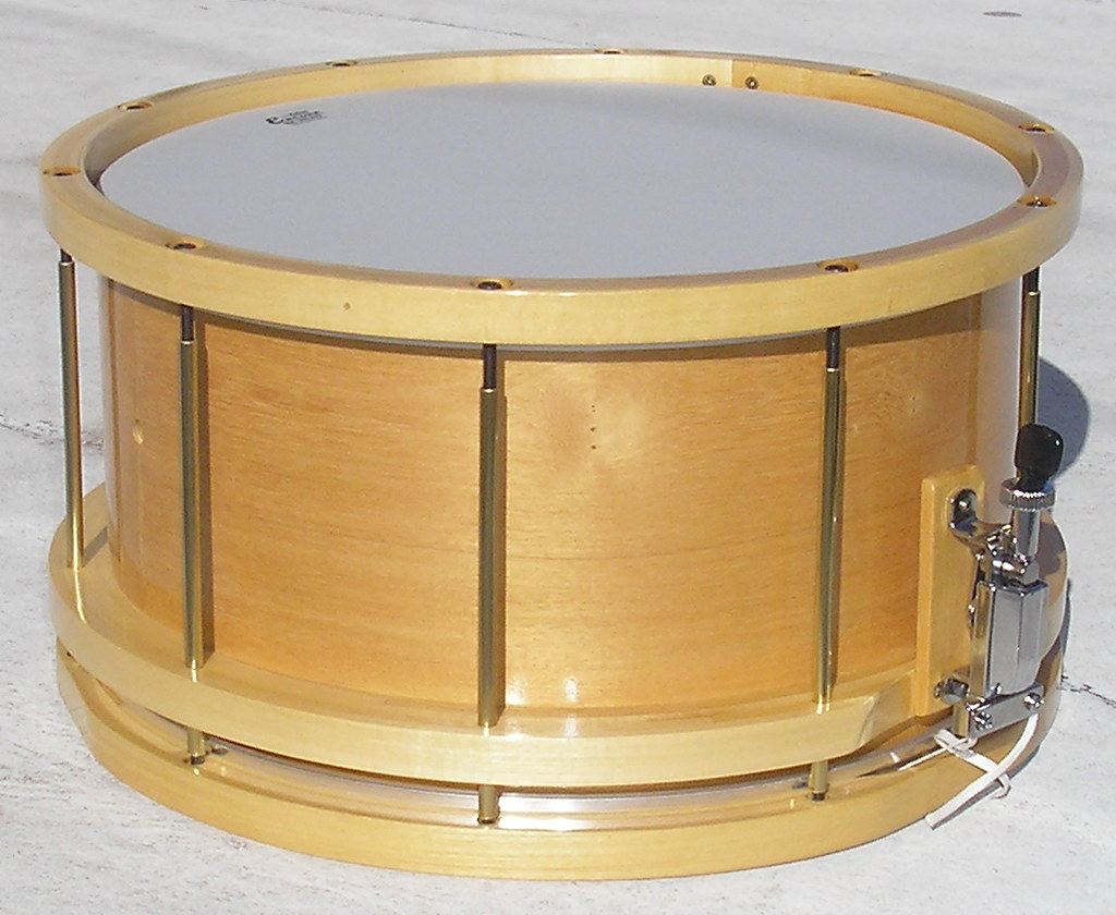 Free floating 8x14 snare drum in solid Guatambú