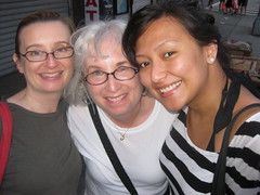 flickr buddy meeting (bigsassysmurf) Tags: newyorkcity al flickr lia lowereastside lois