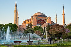 Aya Sofya (Viajante) Tags: park building church fountain architecture turkey islam religion istanbul christian ottoman orthodox byzantine hagiasofia minarets tr ayasofya christainity istanbul2010 yp2010