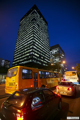 Hora do rush - Rush hour (rbpdesigner) Tags: street light brazil bus slr cars luz rio brasil riodejaneiro skyscraper canon lights luces calle downtown strada rj nightshot traffic lumire strasse centre centro noturna carros nocturna 5d luci luzes rua rue grattacielo zentrum nibus nuit  nocturne luce coches lumires voitures  trnsito nachtaufnahme brsil petrobras sokak gratteciel sudeste centrodoriodejaneiro arranhacu llens canoneos5d bndes  strase  repblicafederativadobrasil canonllens canonef1635mmf28l lentel canonef1635mmf28liiusm riodejaneirodowntown  volkenkratzer regiosudeste sudestedobrasil prdiodapetrobras prdiodobndes prdiobndes prdiopetrobras