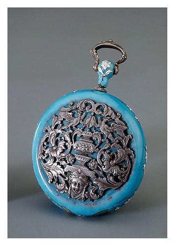 008- Medallón Colgante contenedor de perfumes-En cobre y plata esmaltado- Francia. siglo 16-Copyright ©2003 State Hermitage Museum