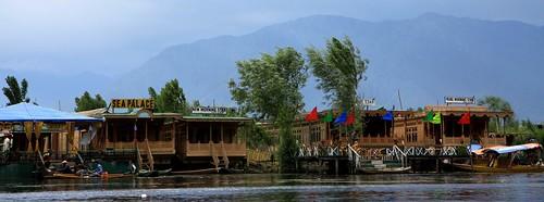 srinagar houseboats