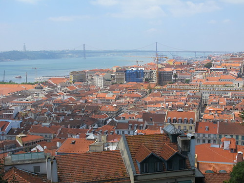 Vantage pt @ St George Castle (25th de abril bridge @ background)
