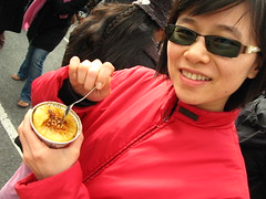 The Creme Brulee Cart / Pia colada (slowpoke_taiwan) Tags: sanfrancisco food man cremebrulee - 4867362783_5ab28407e8_m