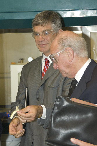 University of Delaware president tours ARL facilities