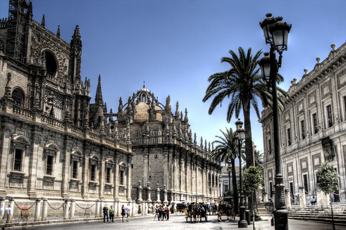 Cathedral of Seville and palm trees. Catedral de Sevilla y palmeras.