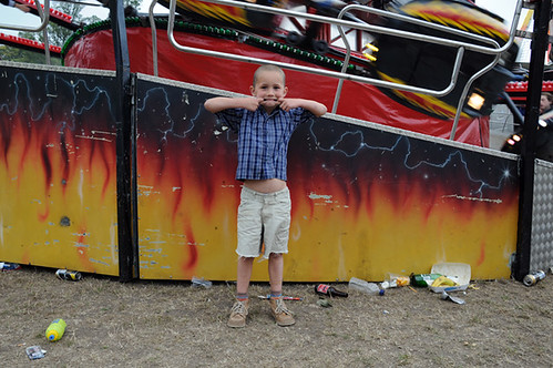 boy in front of ride_8183 web