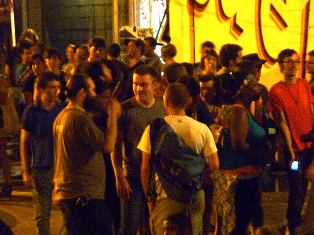 P1030456-2010-08-14-Living-Walls-Opening-Eyedrum-Crowd-On-Dock