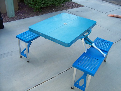 Folding Picnic Table (2)