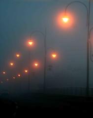 serração. (Nay Hoffmann) Tags: postes estrada nuvens carro luzes nublado serração