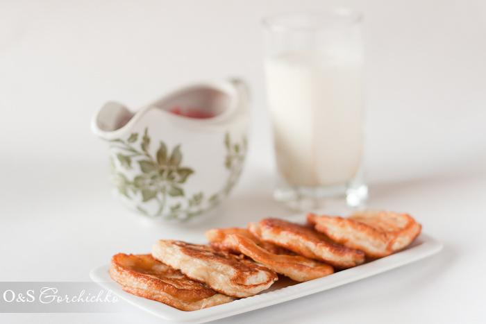 Оладьи с малиновым соусом