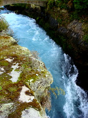 Huka Falls (KJGarbutt) Tags: new travel blue light newzealand travelling water photography waterfall sony cybershot falls zealand nz traveling kiwi kurtis sonycybershot australasia huka oceania aroundtheworld garbutt kjgarbutt kurtisgarbutt kurtisjgarbutt kjgarbuttphotography