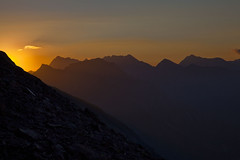 Premier rayon au col des Parisiens (dyonis) Tags: mountain france alps color montagne alpes sunrise landscape hautesalpes champsaur eos5d iphotorating5 passiondéclic