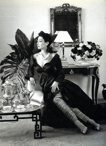 Illeana Douglas as Pauline de Rothschild 2