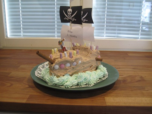 Niilo requested a pirate cake so I baked one