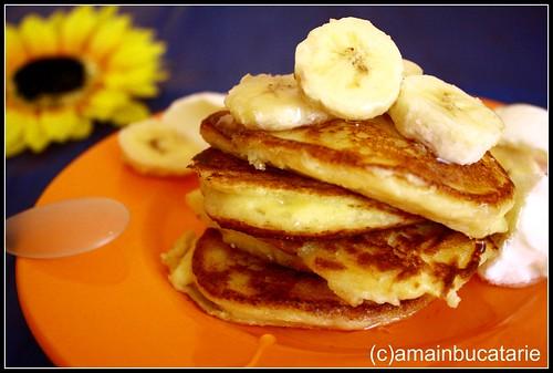 Articole culinare : Pancakes cu ricotta, banane si iaurt
