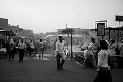 Preparativi per la serata (al_leo) Tags: travel bw travelling evening serata morocco marocco marrakech medina marrakesh piazza viaggi viaggio bancarelle viaggiare preparativi suqare jamaaelfnaa
