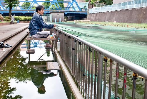 Pescando en el centro de Tokio class=