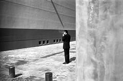 ... (Laurent Filoche) Tags: valencia spain kodak streetphotography smoker espagne leicam7 notcropped bonzography trix400800 voigtlnder35mmf14