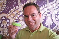 34/52 Cupcake (Meteorry) Tags: pink decorations wallpaper selfportrait holland green me netherlands cupcakes europe purple autoportrait nederland violet august moi vert sprinkles paysbas frosting baked 2010 almere meteorry 52weeks almerebuiten fairycake perrytak elizaleslie 52semaines