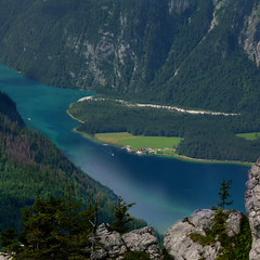 St. Bartholom peninsula halfway down the Knigssee (Bn) Tags: lake germany bavaria berchtesgaden topf50 kings fjord hikers paragliding thealps topf100 bluelake paragliders verticalpanorama knigssee stbartholom 100faves 50faves nationalparkberchtesgaden jennerbahn berchtesgadennationalpark germanbavarianalps southofgermany stbatholom schnauamknigssee berchtesgadenalps cleanestlakeingermany stretchesabout77km formedbyglaciers nearborderwithaustria jennermountaintop1870m picturesquesetting sheerrockwalls playaflugelhorn steeplyrisingflanksofmountainsupto2700m hikingtrailsupthesurroundingmountains royalmountainexperience thebreathtakingalpinemountainsoftheknigssee