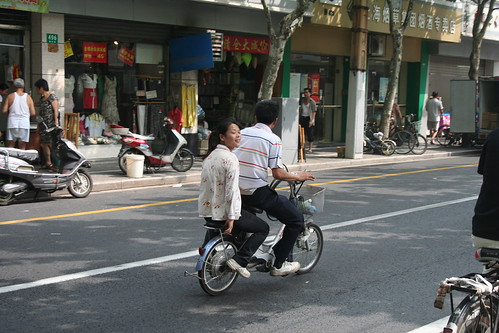 2010-08-29 - Shanghai - 05 - Scooter with passenger
