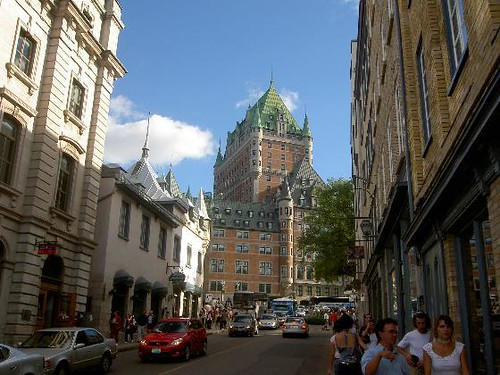 2592540-Street_in_Quebec_city_with_chateau_frontenac-Quebec