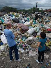 Thats the selected garbage, ready to be sold (karlhans) Tags: poverty charity children garbage child father philippines kinder kind help cebu müll heinz slum hilfe talisay drittewelt kulueke kulüke