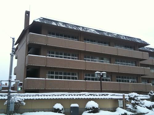 瓦屋根の小学校(金沢)