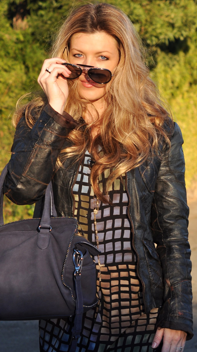 long strawberry blonde hair, blue eyes, ray ban aviator sunglasses, vintage leather jacket, los angeles bloggers, dvf bag, DSC_0190
