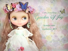 WOW!! Garden of Joy anniversary Blythe. (Juniemoon pic) love her skin tone and lips. And those eye chips!