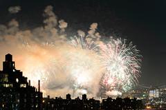 4th of July 2017 Macy's Fireworks-90 (Diacritical) Tags: brooklyn nycmacys nikond4 pattern 70200mmf28 30secatf71 july42017 85301pm f71 195mm 4thofjuly fireworks macysfireworks nyc night skyline