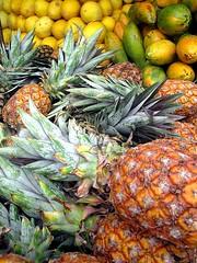 frutas (Marina Palmeira) Tags: frutas feira bahia salvador feiradesojoaquim abacaxi melo mamo
