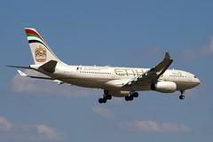 A6-EYL - 809 - Etihad Airways - Airbus A330-243 - 100617 - Heathrow - Steven Gray - IMG_4688