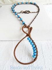 Collana Anfora blu / Blue Amphora necklace (beadsandtricks) Tags: blue necklace wire handmade blu jewelry bijoux chain amphora copper pendant rame filo catena pendente seedbeads collana anfora fattoamano conteria