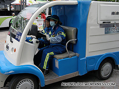 Real Expo staff driving the same car